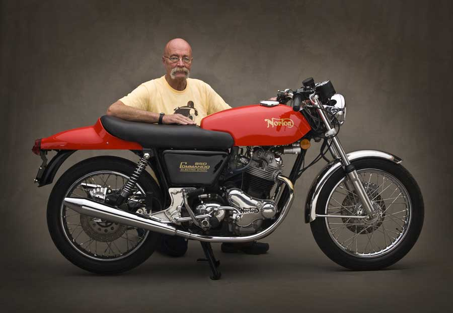 Meet Jim (on his 1975/1969Norton Fastback, picture by Nick Vedros): 900 x 622 · 43 kB · jpeg
